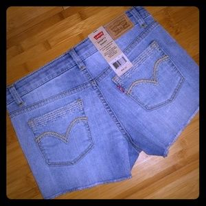 NWT girl's sz 10 Levi's shorts frayed hem 💕